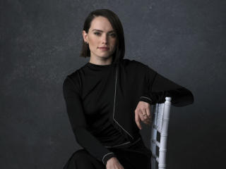 Daisy Ridley in Black Dress wallpaper