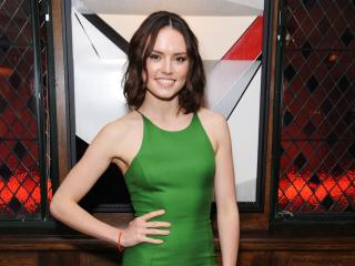 Daisy Ridley Smiling In Green Dress wallpaper