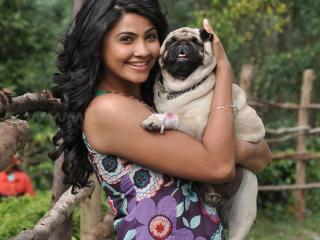 Daisy Shah With Dog Photo  wallpaper