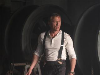 Daniel Craig as Bond In No Time To Die wallpaper