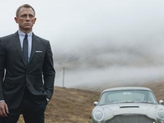 Daniel Craig with Car wallpapers wallpaper