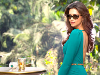 Deepika Padukone Glamorous Pics wallpaper