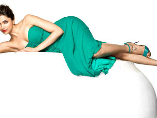Deepika Padukone In Green Pic wallpaper