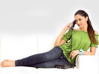 Deepika Padukone In Green Wallpaper wallpaper
