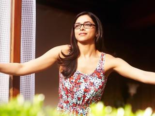 Deepika Padukone In Specs  wallpaper