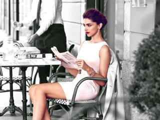 Deepika Padukone Reading  wallpaper