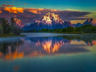 Dramatic Mountain Reflection over Lake wallpaper