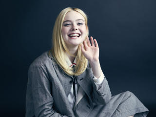 Elle Fanning Beautiful Smile wallpaper