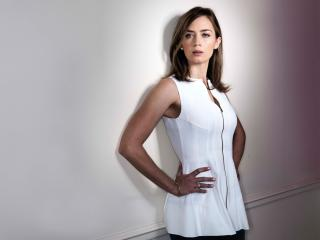 Emily Blunt in White Dress wallpaper