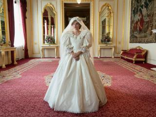 Emma Corrin as Princess Diana Wedding in The Crown wallpaper