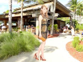 Emma Stone Leg Pic wallpaper