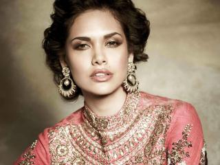 Esha Gupta Jewellery Photo  wallpaper