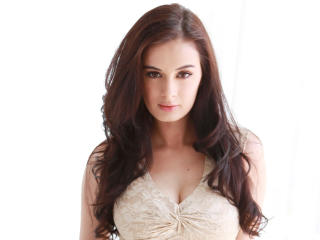 Evelyn Sharma In White Dress HD Pics wallpaper