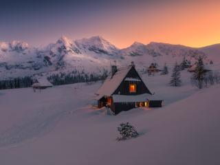 Evening in Winter Snowy HOuse wallpaper