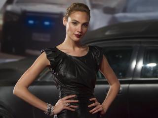 Gal Gadot Actress In Black Dress 2018 wallpaper