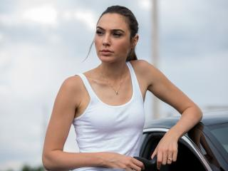 Gal Gadot In Keeping Up With The Joneses wallpaper