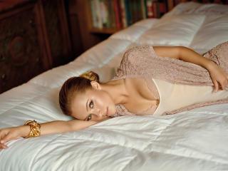 Hayden Panettiere hot bed wallpaper wallpaper