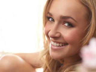 Hayden Panettiere New Smile Images wallpaper