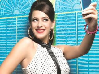 Hazel Keech Clicking Selfie  wallpaper