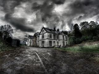 Horror House Monochrome wallpaper