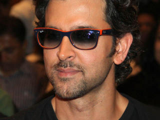 Hrithik Roshan Dashing Look Pics  wallpaper