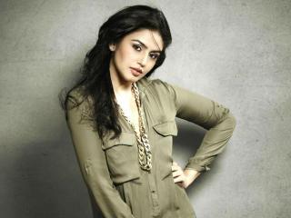 Huma Qureshi latest pics wallpaper