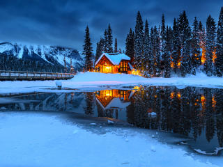 Hut House in Snowy Night wallpaper