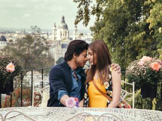 Jab Harry Met Sejal Anushka and Shahrukh Khan Romance wallpaper