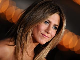 Jennifer Aniston Topless Images wallpaper
