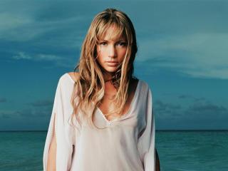 Jennifer Lopez at Beach wallpapers wallpaper