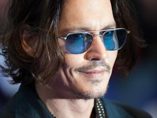 Johnny Depp Smile Look wallpaper