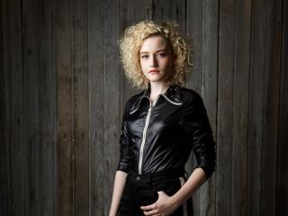 Julia Garner 2020 wallpaper