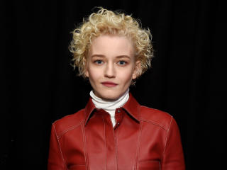 Julia Garner Ozark Actress wallpaper