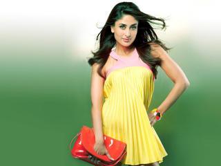 Kareena Kapoor Cute In Yellow Dress Wallpaper wallpaper