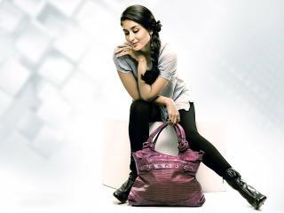 Kareena Kapoor Cute With Bag wallpaper