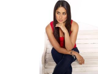 Kareena Kapoor HD Images In Red wallpaper
