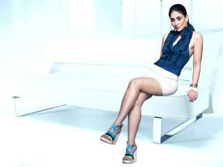 Kareena Kapoor HD Wallpaper In Blue wallpaper
