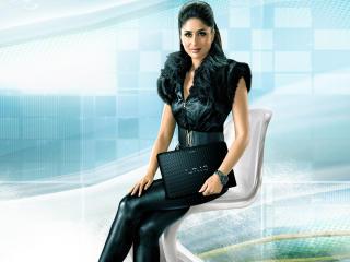 Kareena Kapoor In Black HD Pics wallpaper