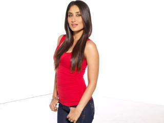 Kareena Kapoor In Red HD Pics  wallpaper