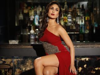 Kareena Kapoor In Red Hot Dress Wallpaper  wallpaper