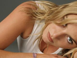 Kate Winslet Hot Pose wallpaper