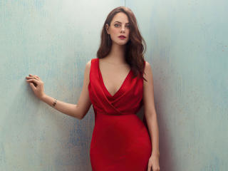 Kaya Scodelario in Red wallpaper