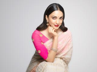 Kiara Advani in Saree wallpaper