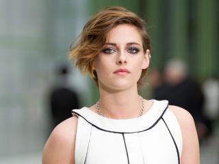 Kristen Stewart in White Outdoor wallpaper