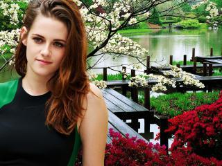 Kristen Stewart Natural Pose wallpaper