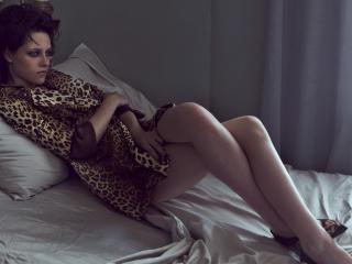 Kristen Stewart Sexy Leg Pose wallpaper