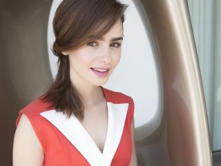 Lily Collins Cute British Actress wallpaper