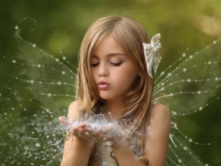 Little Cute Girl With Fairy Wings wallpaper