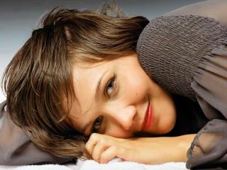 Maggie Gyllenhaal Cute Pic wallpaper