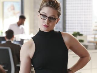 Melissa Benoist As Kara Danvers In Supergirl wallpaper